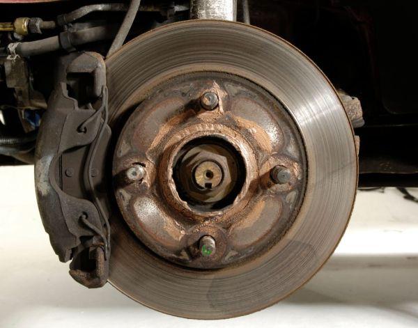 Зачем протачивать тормозные диски?